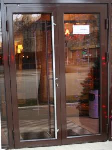 Ремонт алюминиевых дверей